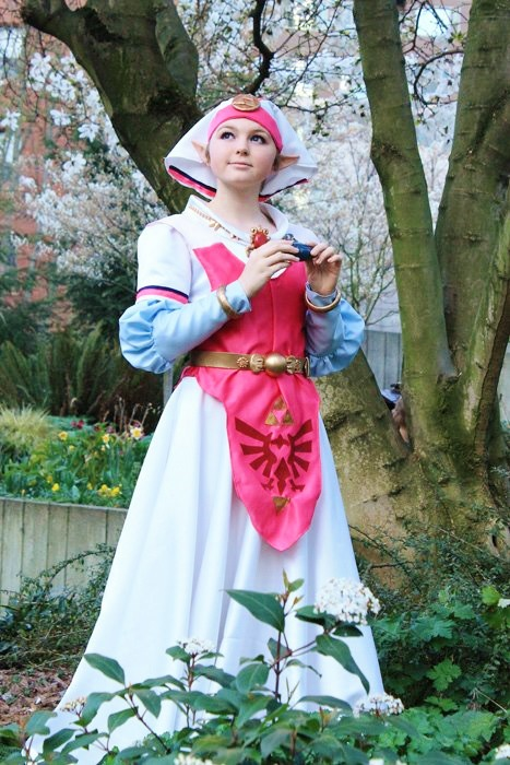 Cosplayer Young Sparrow Ocarina Of Time Zelda Cosplay
